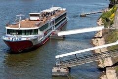 Rzeczny statek wycieczkowy RHEIN MELODIA Nicko Pływa statkiem w Kolonia, Niemcy fotografia royalty free