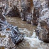 Rzeczny strumień iść przez skalistego jaru Op Khan Zdjęcie Royalty Free