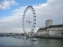 Rzeczny Thames i Londyński oko w Londyn, UK zdjęcia royalty free