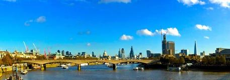 Rzeczny Thames Londyński panoramiczny widok Zdjęcie Stock