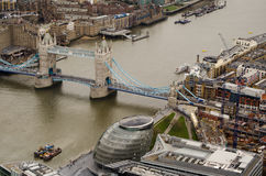 Rzeczny Thames przy wierza mostem Obrazy Royalty Free
