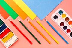 Rzeczy dla twórczości - prześcieradła barwiony karton, ołówki obraz royalty free