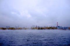 Rzeka blisko elektrowni jądrowej zdjęcie royalty free