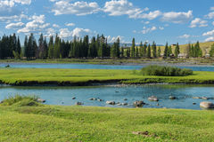 Rzeka blisko wioski Ulugun w Altai górach Zdjęcie Royalty Free