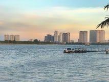 Rzeka, dok i miasto, Obrazy Stock