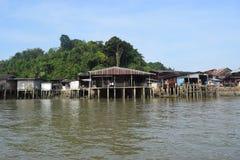 Rzeka domy w Ranong, Tajlandia Zdjęcia Royalty Free