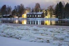 Rzeka frozing na bożych narodzeniach Fotografia Royalty Free