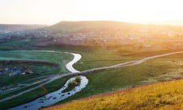 Rzeka i mała wioska w Moldova w wiośnie Obraz Royalty Free
