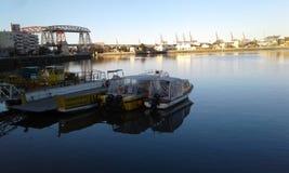 Rzeka i łodzie Obrazy Stock
