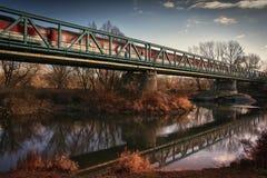 Rzeka i pociąg Fotografia Royalty Free