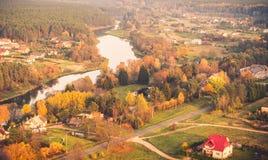 Rzeka i wieś Zdjęcie Royalty Free