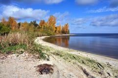 rzeka, jezioro, niebo i chmury, Obraz Royalty Free