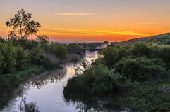 Rzeka krajobraz z drzewami obrazy stock