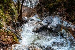 Rzeka która tworzy Chantara siklawę Trooditissa Diplos potamos Limassol okr?g, Cypr obraz royalty free
