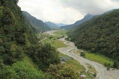 Rzeka między wzgórzami Zdjęcie Stock