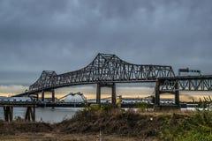Rzeka Mississippi most przy Baton Rogue i portem Baton Rogue Obraz Stock