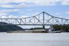 Rzeka Ohio holownika łódź Fotografia Royalty Free