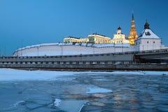 Rzeka pod lodowym i antycznym Kremlin kazan Rosja Zdjęcie Stock