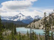Rzeka przez halnej doliny Fotografia Royalty Free