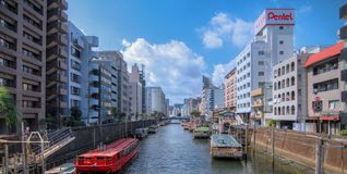 Rzeka przy Tokjyo rankiem obrazy stock