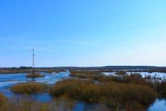 Rzeka rozlewał w powódź po zimy fotografia royalty free