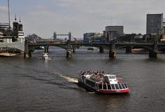 rzeka Tamiza zwiedzający Zdjęcie Royalty Free