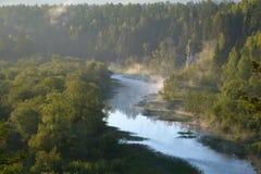 Rzeka wśród skał Obrazy Stock