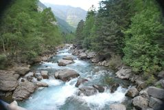 Rzeka w bujaruelo dolinie fotografia stock