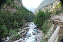 Rzeka w bujaruelo dolinie Obraz Royalty Free