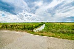 Rzeka w bukolika krajobrazie obraz stock