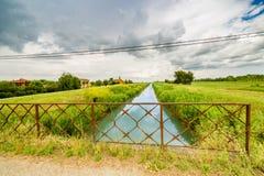 Rzeka w bukolika krajobrazie zdjęcie stock
