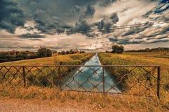 Rzeka w bukolika krajobrazie fotografia stock