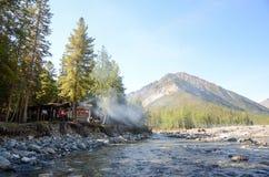 Rzeka w górach wschodni Sayan obraz stock