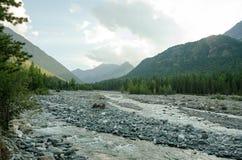 Rzeka w górach wschodni Sayan Zdjęcie Stock
