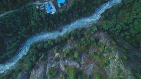 Rzeka w himalajach rozciąga się Nepal od Lotniczego widoku od trutnia zdjęcie wideo