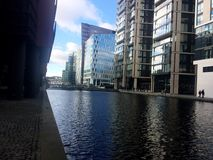 Rzeka w Londyńskim centrum biznesu Zdjęcia Royalty Free