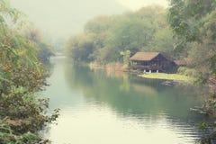 Rzeka w mgle Obrazy Stock