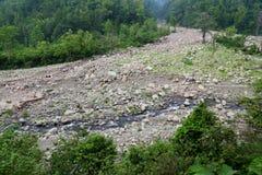 Rzeka w pasmie górskim Zdjęcie Royalty Free