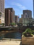 Rzeka w w centrum Milwaukee, Wisconsin, usa obraz royalty free
