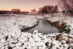 Rzeka w zima krajobrazie z śniegiem Fotografia Royalty Free
