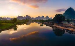 Rzeka w zmierzchu zdjęcie royalty free