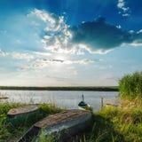 Rzeka z łodziami zdjęcie stock