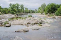 Rzeka z skałami Obraz Royalty Free
