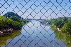 Rzeka za ogrodzeniem - Ngong śwista ślad zdjęcia stock
