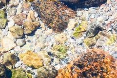 Rzeki i morza kamieni tło Zdjęcia Royalty Free