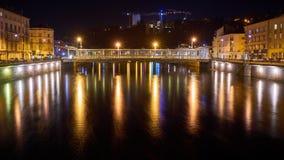 Rzeki i mosta nocy strzał z Długim exposé obrazy royalty free