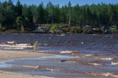 Rzeki Krajobrazowy lato słoneczny dzień nikt Słońce połysk W niebieskim niebie Z chmurami Zdjęcie Royalty Free