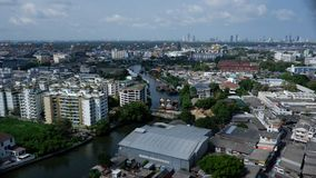 Rzeki krzywa Bangkok otaczał z budynkami Fotografia Royalty Free