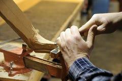 rzemieślnika carver włoski luthier drewno zdjęcia stock