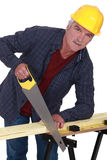 Rzemieślnika piłowania drewno Fotografia Stock